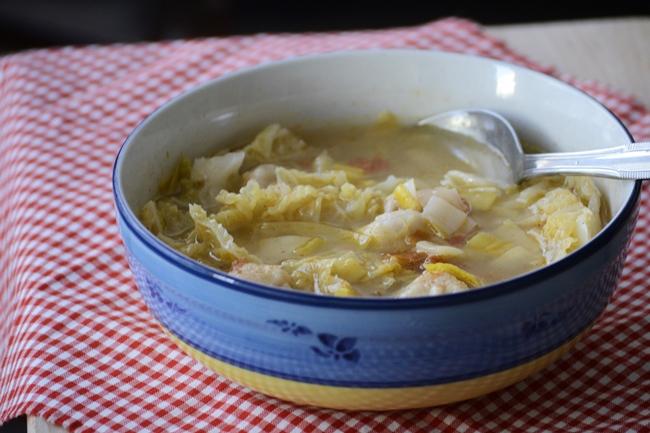 Sopa de repollo con albóndigas