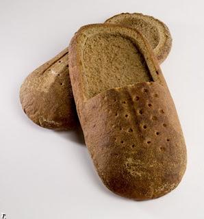 Pantuflas hechas con pan.