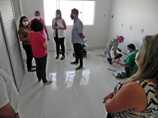 Macau: prefeito Tulio Lemos recebe técnicos da SESAP para inspecionar local onde serão instalados leitos de UTI