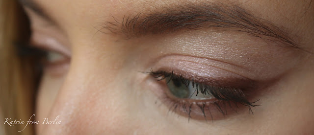 neutral brown eyeliner pink cream eyeshadows