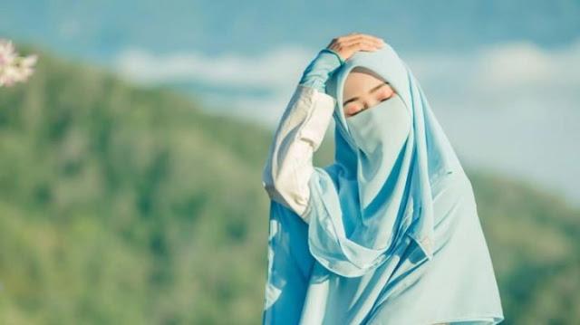 Puisi Tentang Ibu dalam gadis berjilbab cantik