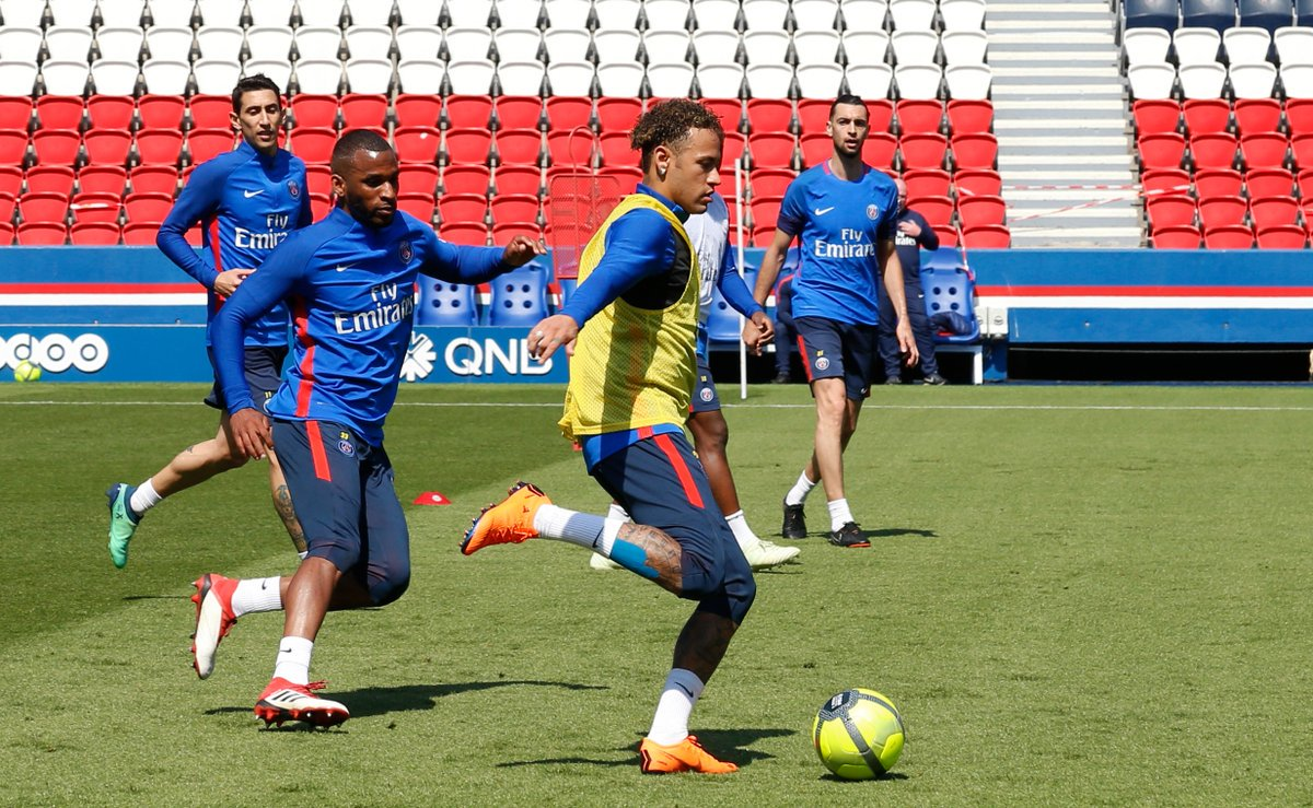 541c4313625 After SG Boots Caused Injury  Neymar Returns to Training Wearing ...