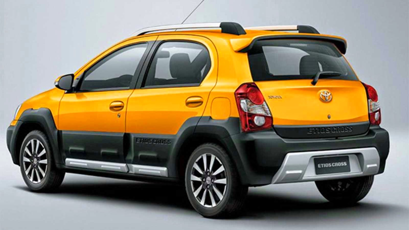 Some say that serious lack of flamboyance and luster is what the cross version tries to address maybe but what toyota has pulled out of the hat isn t a