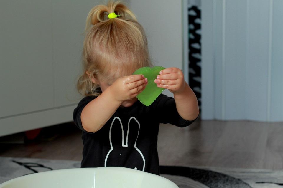 Zabawa żelowymi mydełkami