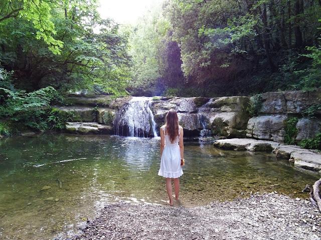 Katalonia, Hiszpania, natura, wodospady, wakacje, przygody,podróże, świat las, biała sukienka, potok, wymiany międzyszkolne