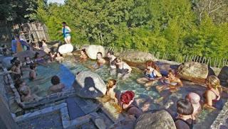 Ourense tiene gran potencial para las terapias de yoga en aguas termales