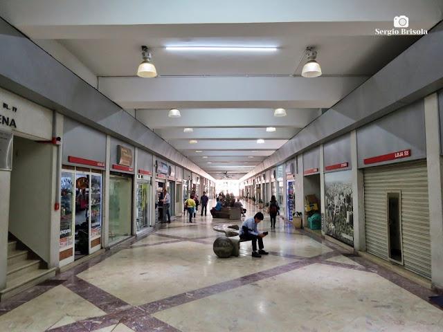 Vista do corredor interno da Galeria Paraíso - Vila Mariana - São Paulo