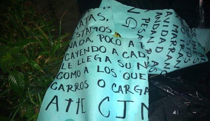 """""""A cada marrano le llega su navidad"""", CJNG deja descuartizado y embolsado a un sujeto junto a Narcomanta en Tarímbaro"""