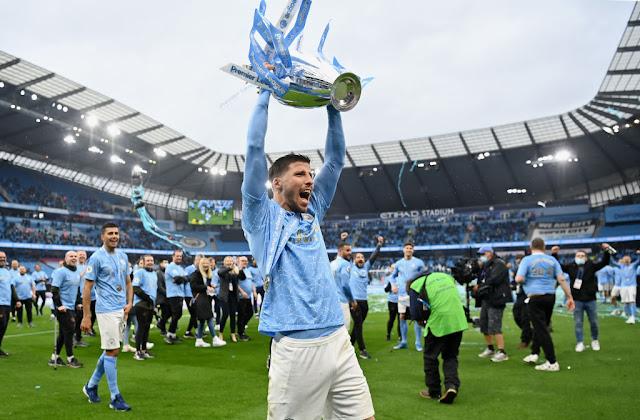 احتفال لاعبى مانشستر سيتى بالدورى الانجليزى