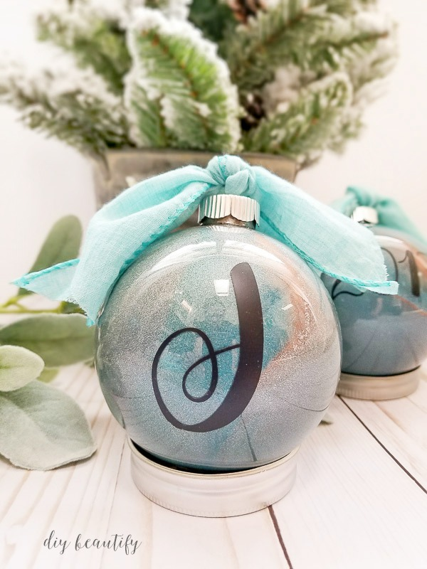 personalize a DIY Christmas ornament