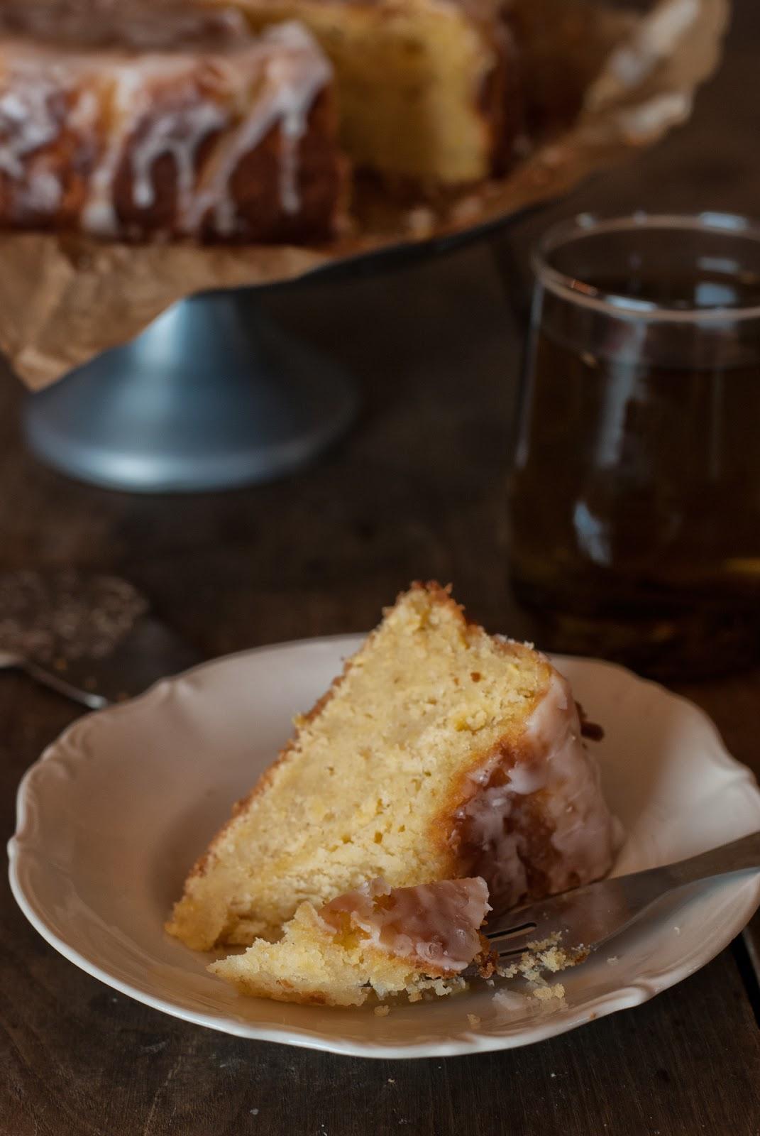 Wilgotne ciasto cytrynowe z cukinią i lukrem