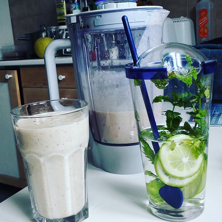 Milk Shakes and Detox Water I Travelling Hopper