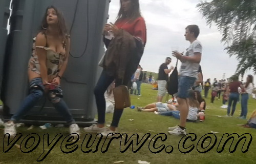 Girls Gotta Go 110 (Voyeur pee videos - Drunk spanish chicks peeing in public at festival)