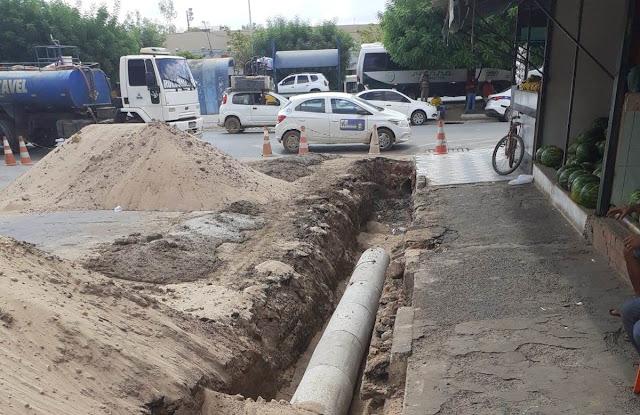 Prefeitura de Barreiras realiza intervenção na Rua Alberto Coimbra, ao lado do Centro de Abastecimento para melhorar o sistema  de drenagem de águas pluviais