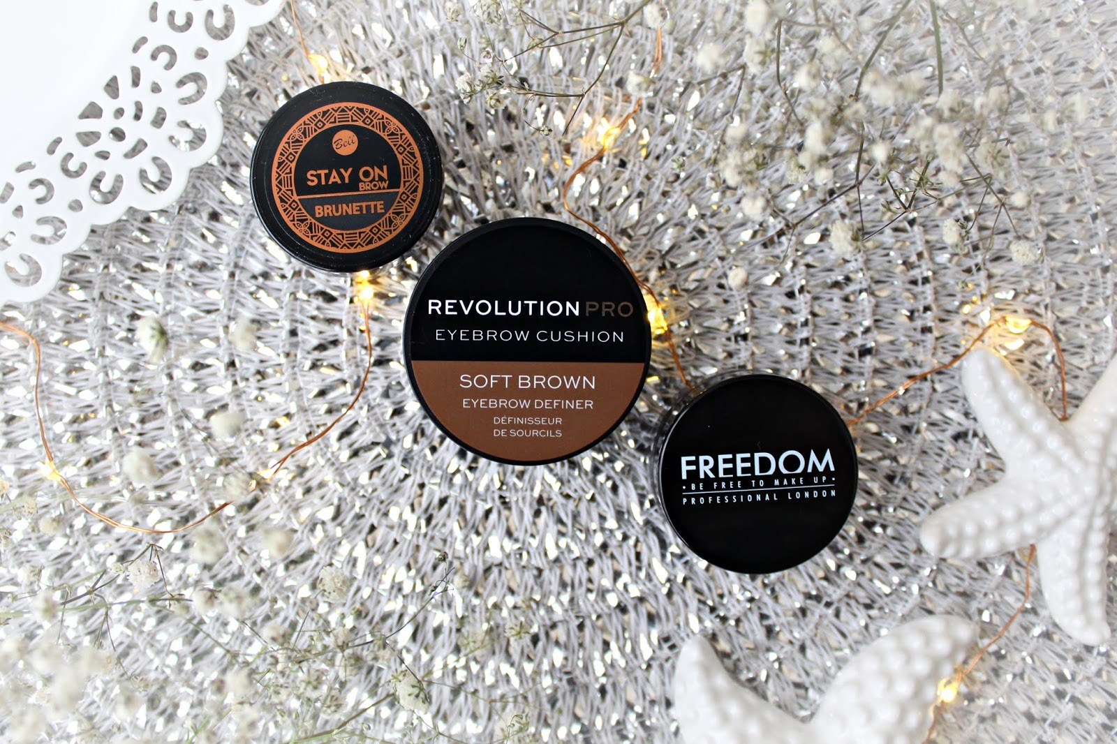 Freedom Pro Brow Pomade, Revolution Pro Eyebrow Cushion oraz Bell Stay On Brow - porównanie 3 pomad do brwi