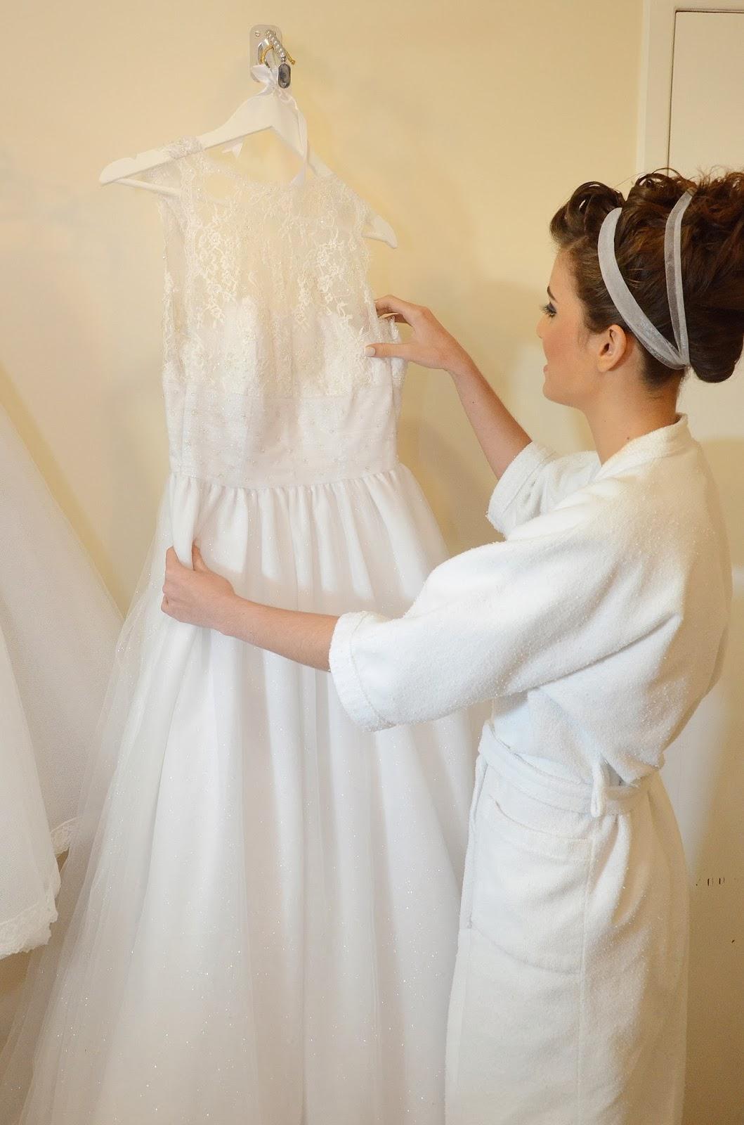 noiva - making of da noiva - making of - dia da noiva - make - cabelo - penteado - vestido de noiva - vestido - vestido pendurado - tiara