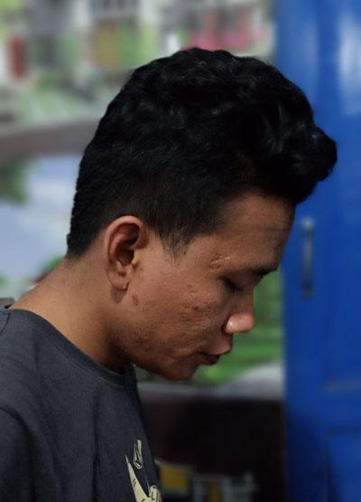 Ini sahabat saya bang Akbar Rizal yang saya jepret dengan teknik Live Focus untuk hasil foto bokeh atau Blur.  Foto Asep Haryono