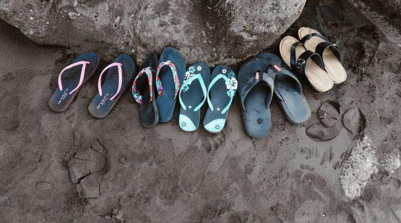 Mimpi hilang sandal