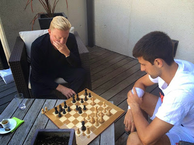 Becker et Djokovic jouent aux échecs