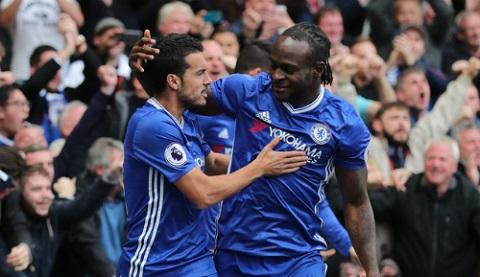 Moses trở thành một quân bài quan trọng của ông Conte