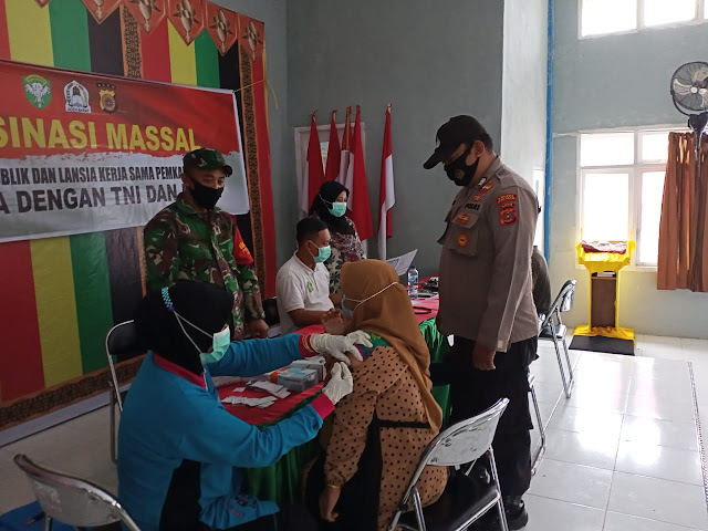 TNI-Polri Sukseskan Vaksinasi Bagi PNS Di Kecamatan Pante Cermin