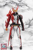 S.H. Figuarts Kamen Rider Saber Brave Dragon 03