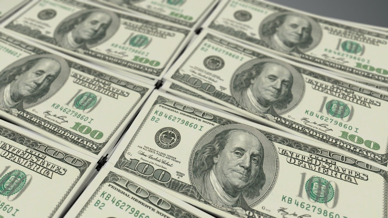 """الدولار الأمريكي  يواصل الصعود بعد """"التشديد النقدي"""" من قبل أمريكا"""
