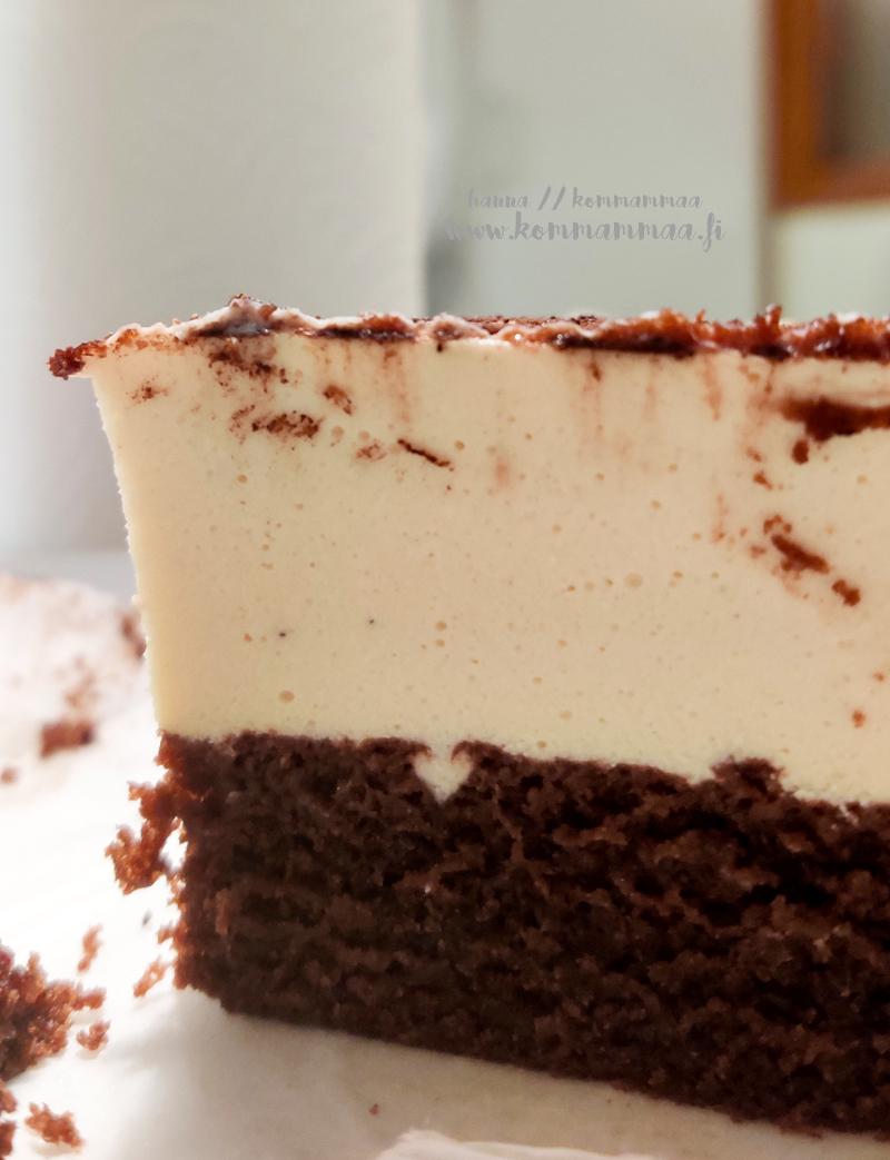 irish cream cream and coffee juustokakku suklaakakkupohjalla