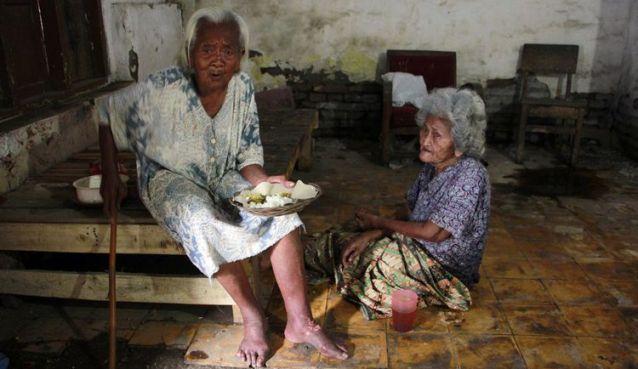 Kisah Nenek Manis dan Saerah yang Bertahan Hidup dari Belas Kasihan
