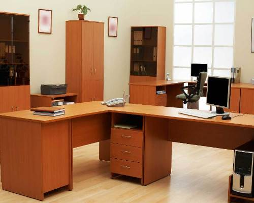 Menggunakan furniture desain simpel