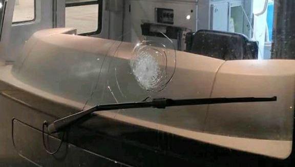 Roma-Lido, lancio di sassi contro un treno e la frequenza crolla ancora