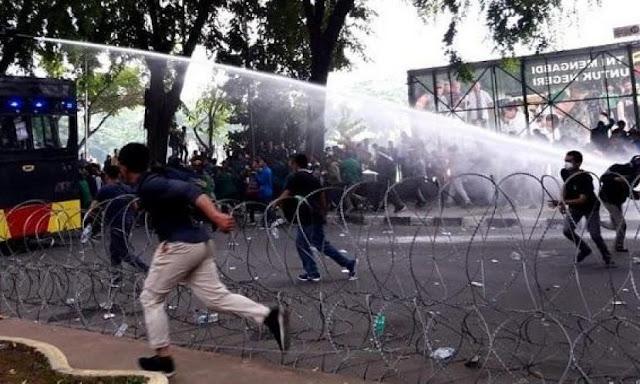 Aksi Ricuh, Mahasiswa di Medan Teriak Bubarkan DPR