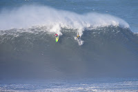 Alex Botelho %2528PRT%2529 and Jamie Mitchell %2528AUS%25291604 Nazare2018Masurel