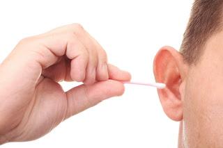 Como remover cera do ouvido