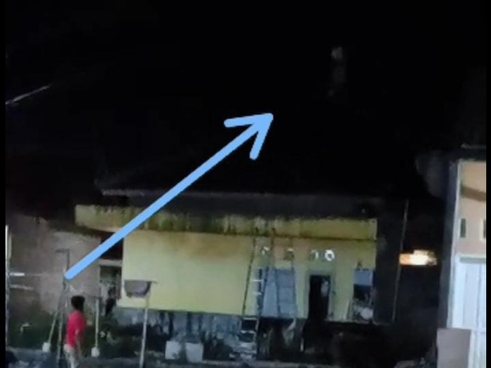 Heboh 'Pocong' Lari di Atap Rumah di Cilegon, Ketua RT Beri Penjelasan