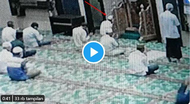 Penusukan Imam Masjid di Riau