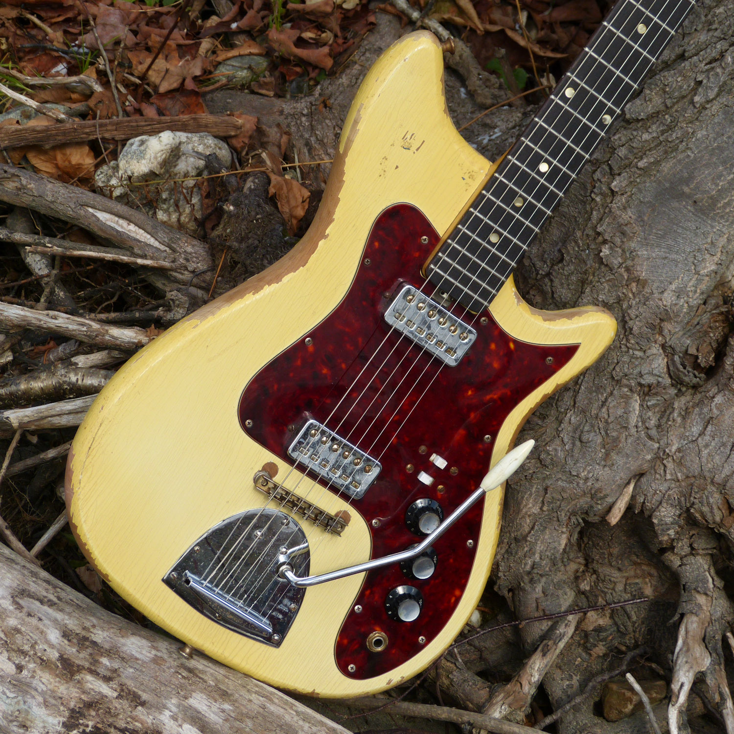 Jake Wildwood 1960s Kapa Continental Electric Guitar Hofner Bass Wiring Diagram Bodies Pickguards And Trem Whammy Units Were Made At The Maryland Factory But Necks Bridges Pickups Bought In From Germany
