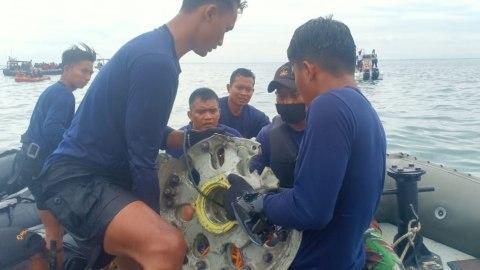 Melihat Lebih Dekat Roda hingga Nomor Kursi Sriwijaya Air Yang Jatuh di Dasar Lautan