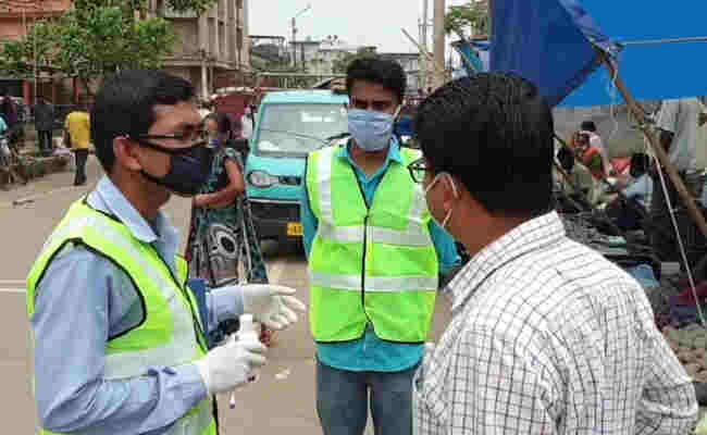 Guwahati police imposing fine on without a mask in public places of Rs 500