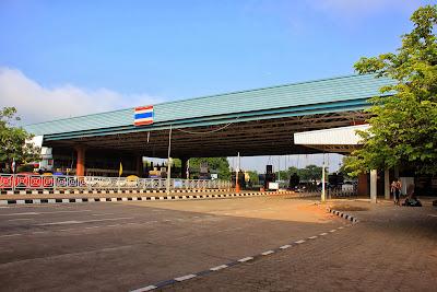 Le pont de l'amitié entre la Thaïlande et le Laos