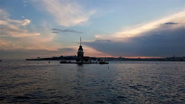torre di leandro al tramonto