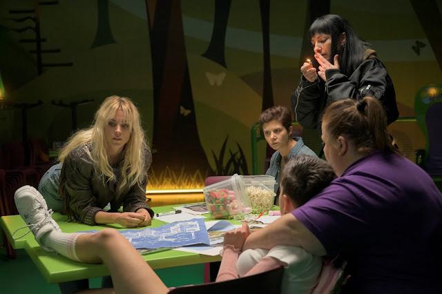 Maca (Maggie Civantos) y Goya (Itziar Castro) en 'Vis a Vis: Oasis'