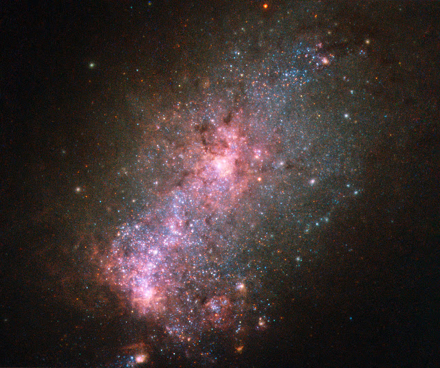 Hubble views a galaxy fit to burst