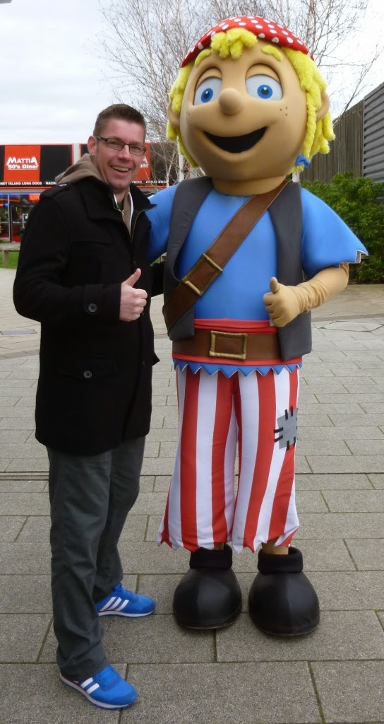 Before we played the course we bumped into Pirate Island Adventure Golf's minigolf mascot, Stow-Away Sam!