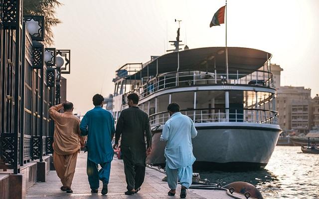 Panduan Menjadi Seorang Muslim Traveler