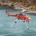 """""""Εκπληκτικό! Πυροσβεστικό ελικόπτερο ERICKSON επιχειρεί ανεφοδιασμό σε εγκαταλελειμμένο λατομείο""""[βίντεο]"""