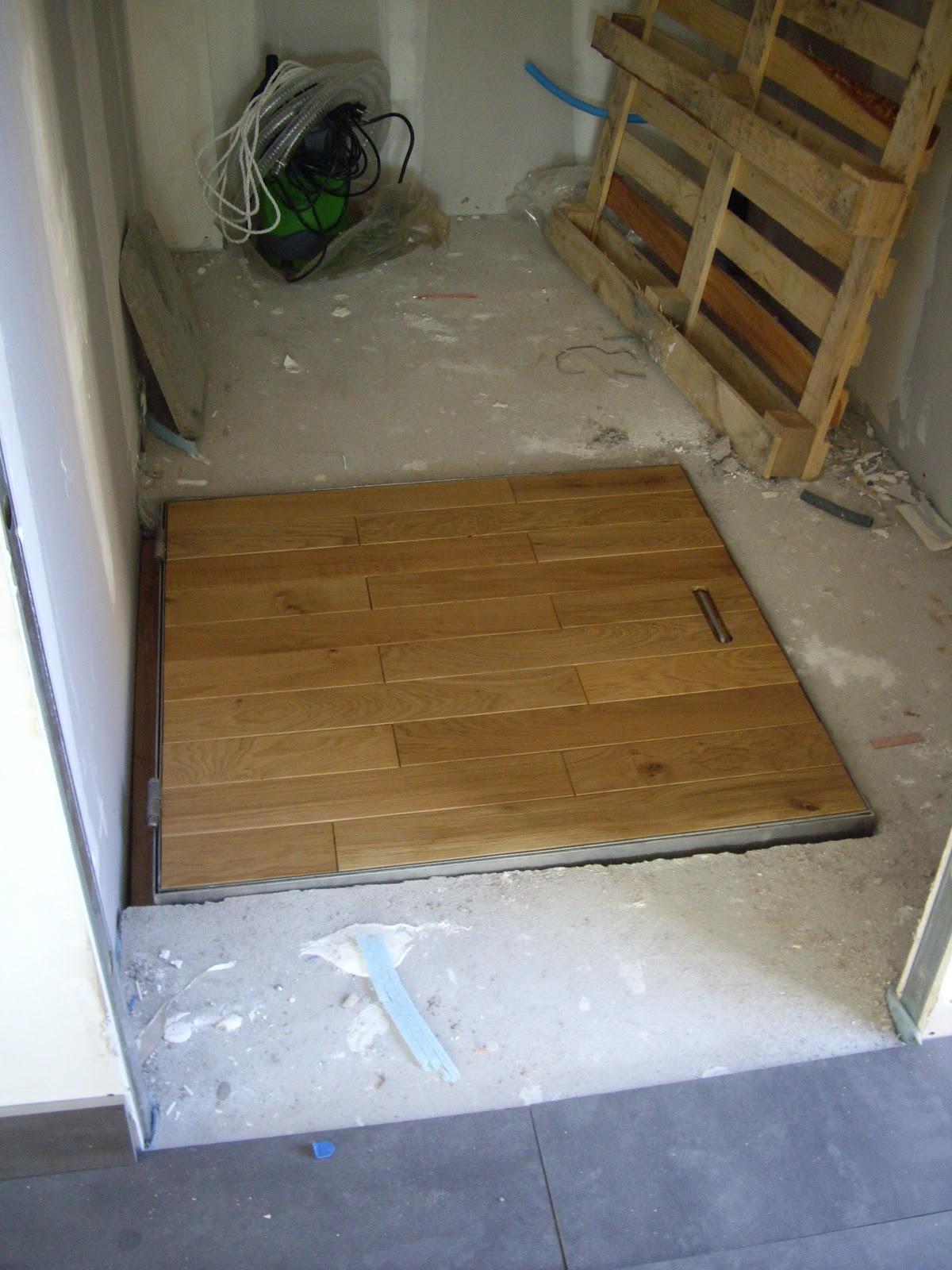 construction maison escalier trappe carrelage peinture. Black Bedroom Furniture Sets. Home Design Ideas