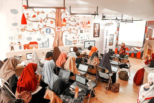 Blogger Solo Sara Neyrhiza Memberika Workshop Blogging Bersama Komunitas Guru Belajar Solo Raya