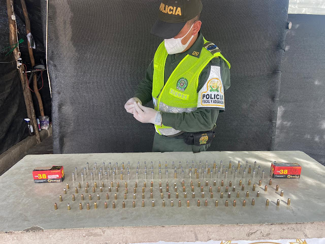 hoyennoticia.com, En camión de Servientrega encuentran paquete con municiones