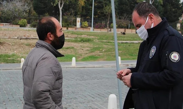 الشرطة التركية تعتذر عن تغريم مواطن مشرد